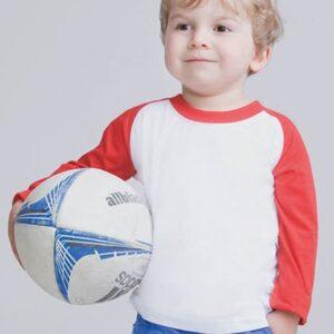 Kind mit Baseball T-Shirt